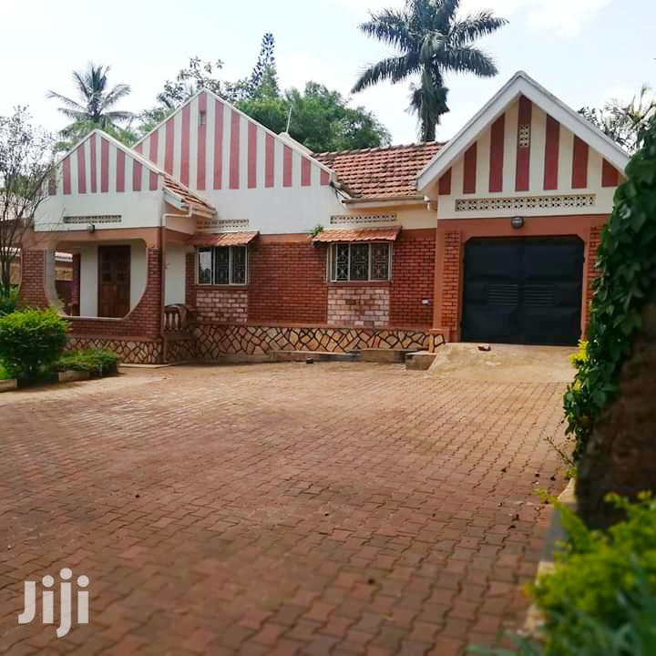 Good House In Ntinda Ministers Village With 4 Bedrooms Self Contained