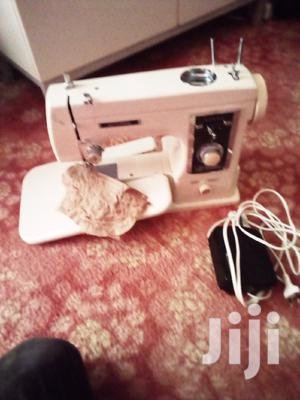 Electronic Sewing Zigzag And Straight Sewing Machine.