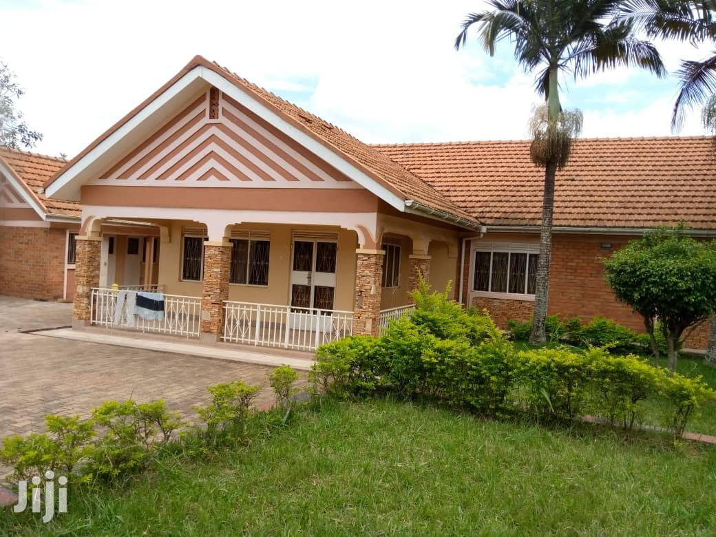 Three Bedroom House In Lweza Entebbe Road For Sale