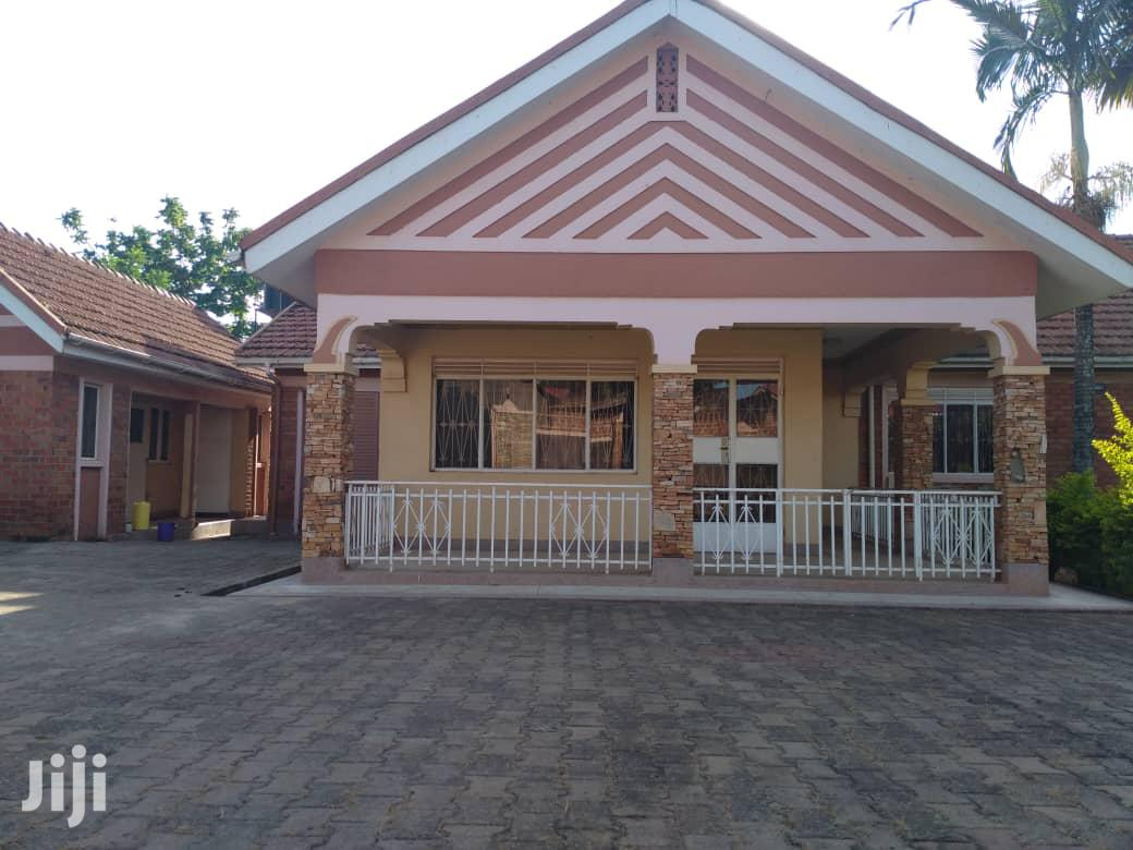 Archive: Three Bedroom House In Lweza Entebbe Road For Sale