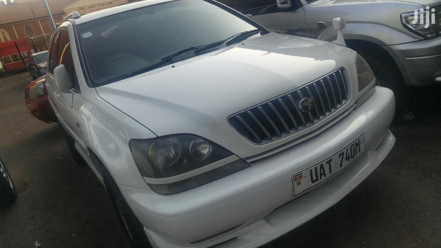 Toyota Harrier 1999 White
