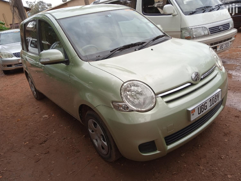 Archive: Toyota Sienta 2005 Green