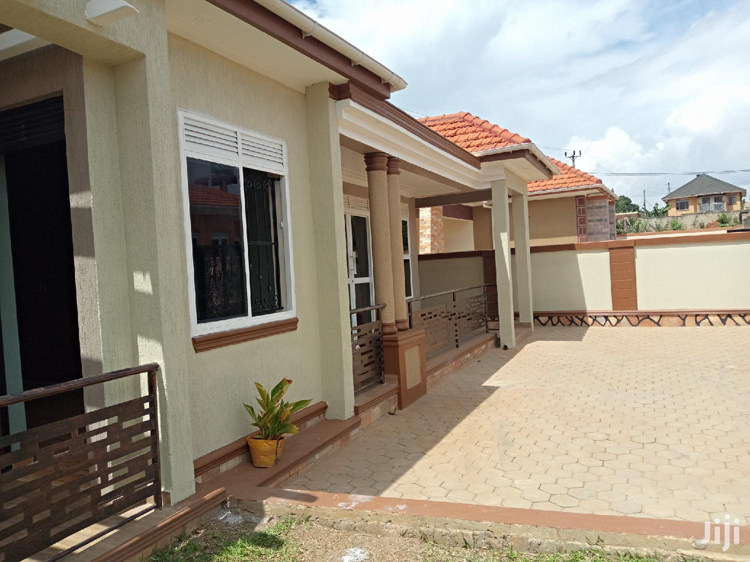 Kira Superb House on Sale in Tarmacked Neighborhood | Houses & Apartments For Sale for sale in Kampala, Central Region, Uganda
