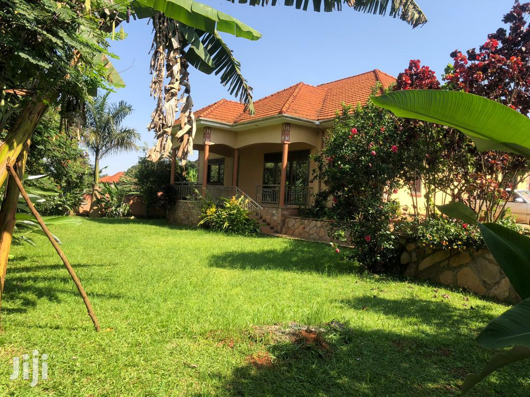 Najjera Four Bedrooms House for Sale With Ready Land Title.