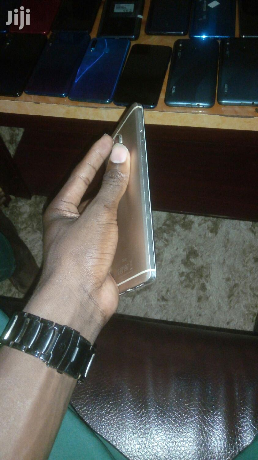 Archive: Infinix Zero 4 Plus 64 GB Gold