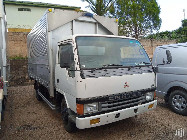 Mitsubishi Canter Truck 1992 White