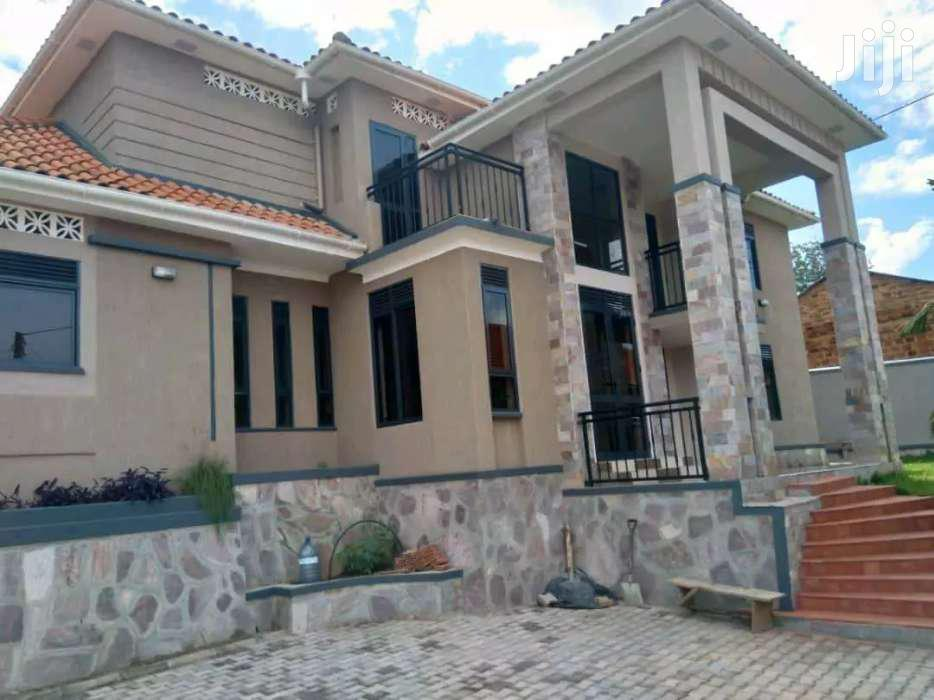VERY SPECIOUS FANCY NEW HOME ON FORCED SALE In Heart Of MUYENGA