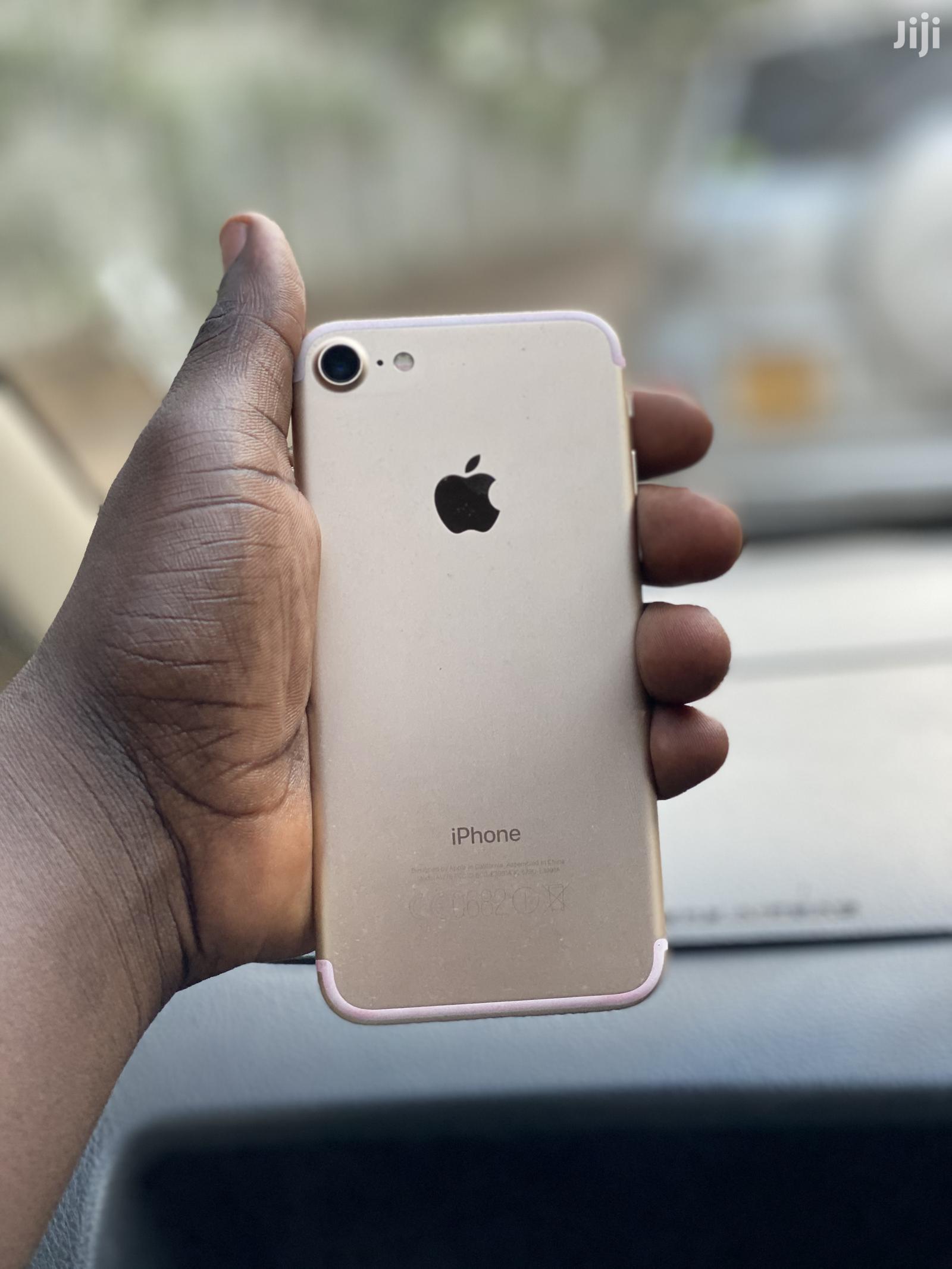 New Apple iPhone 7 32 GB Gold