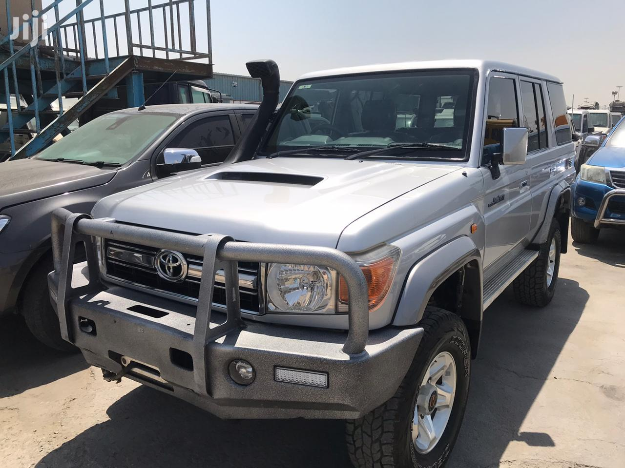 Archive: Toyota Land Cruiser 2011 Silver
