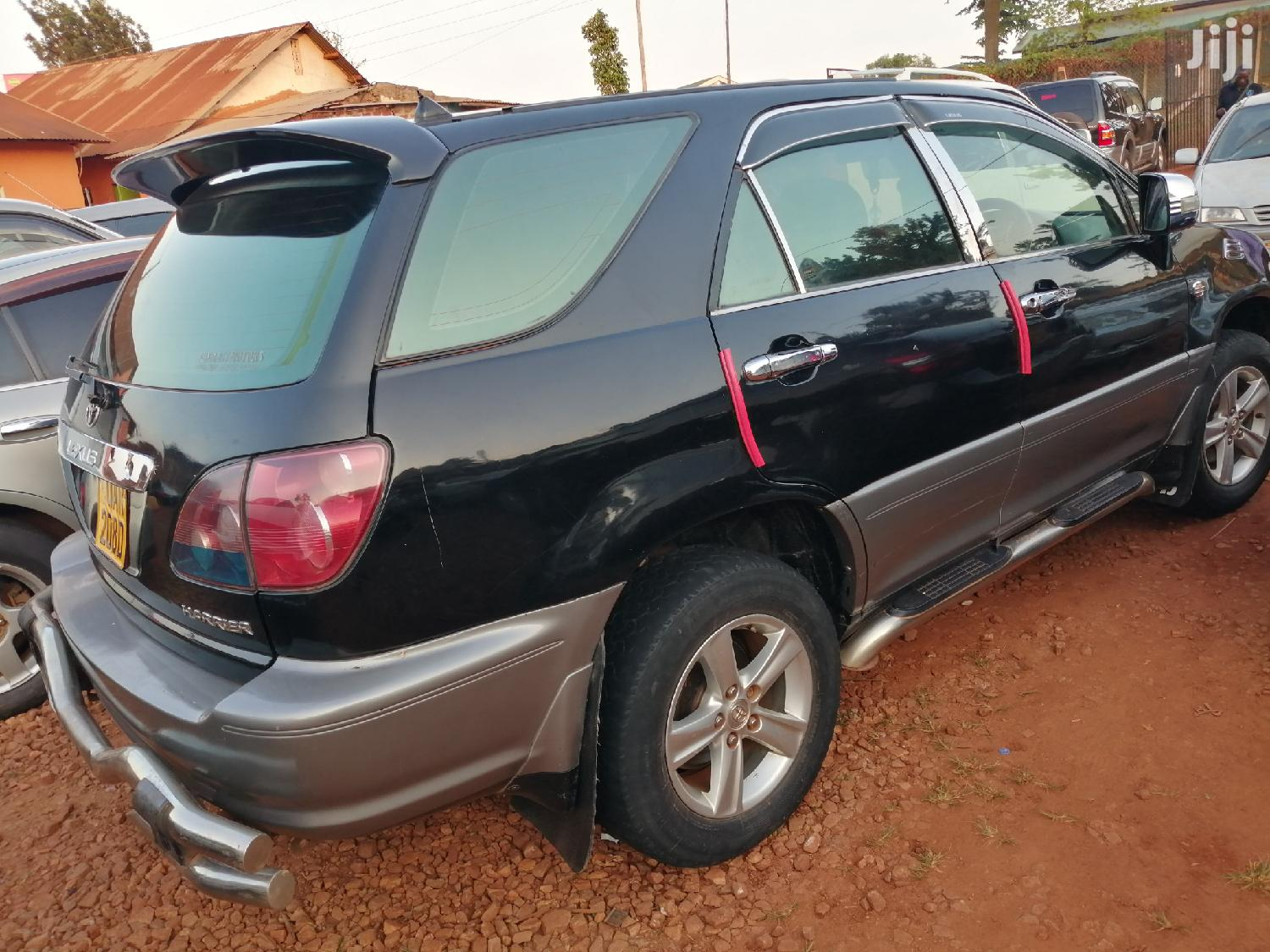 Archive: Toyota Harrier 2000 Black
