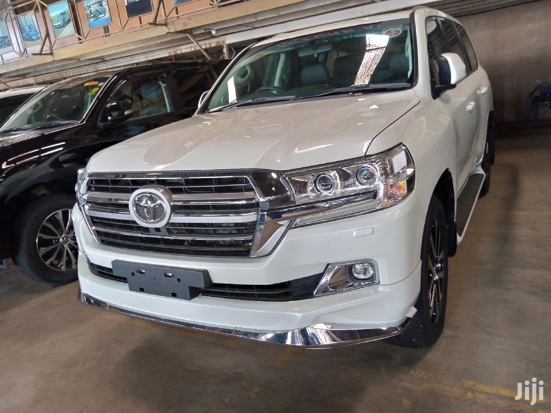 Archive: Toyota Land Cruiser 2017 White