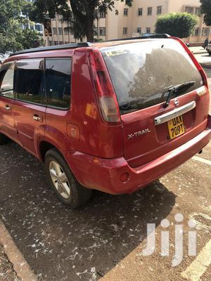 Nissan X-Trail 2000 Red