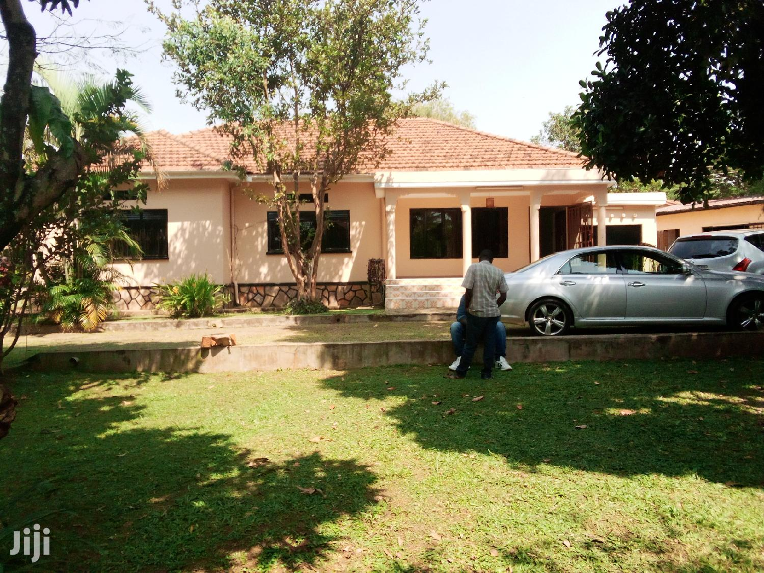 3 Bedrooms House At Muyenga For Rent