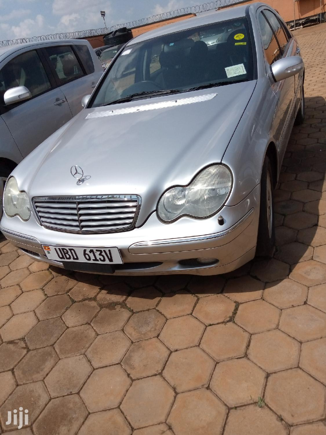Archive: New Mercedes-Benz C200 2000 Silver