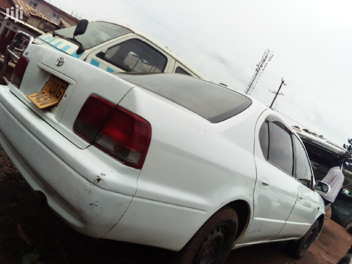 Archive: Toyota Camry 1998 White