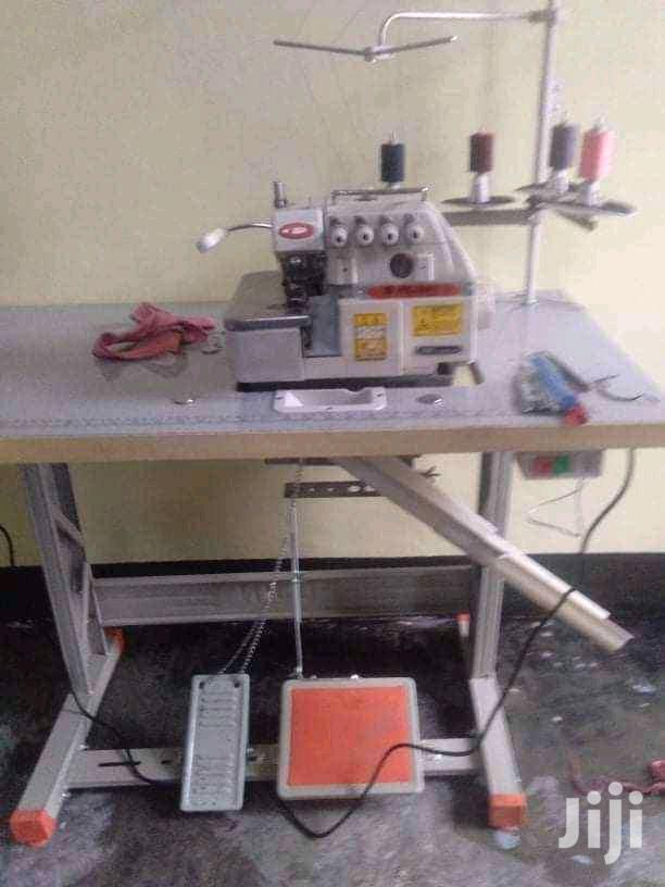 Kujj Juki Industrial Overlock Sewing Machine