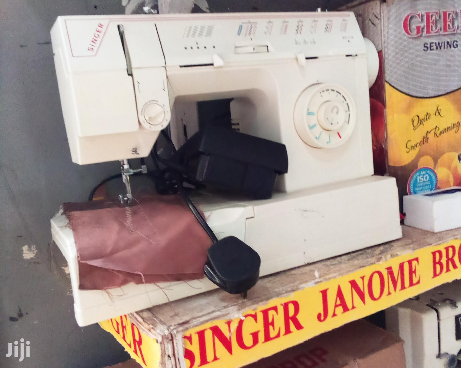 Archive: Singere Singer Electronic Sewing Machine