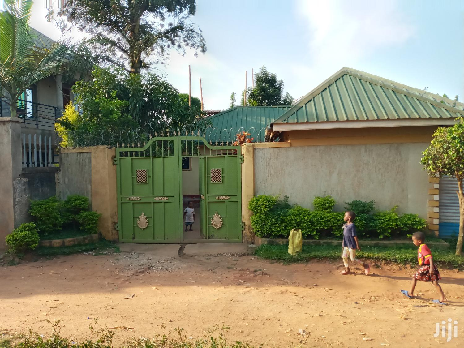 Very Nice Two Homes On Quicksale After Munyonyo On Express