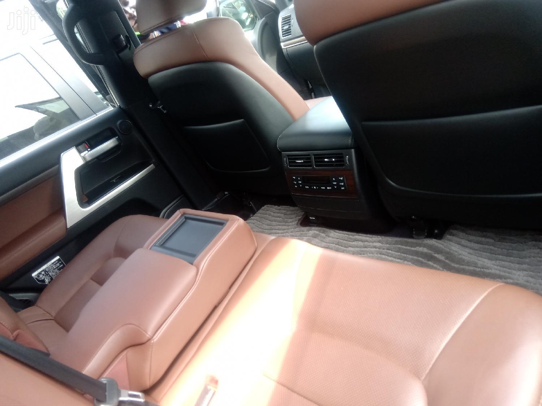 Archive: Toyota Land Cruiser 2015 Black