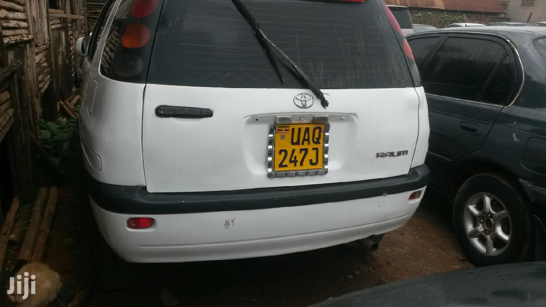 Toyota Raum 2000 White