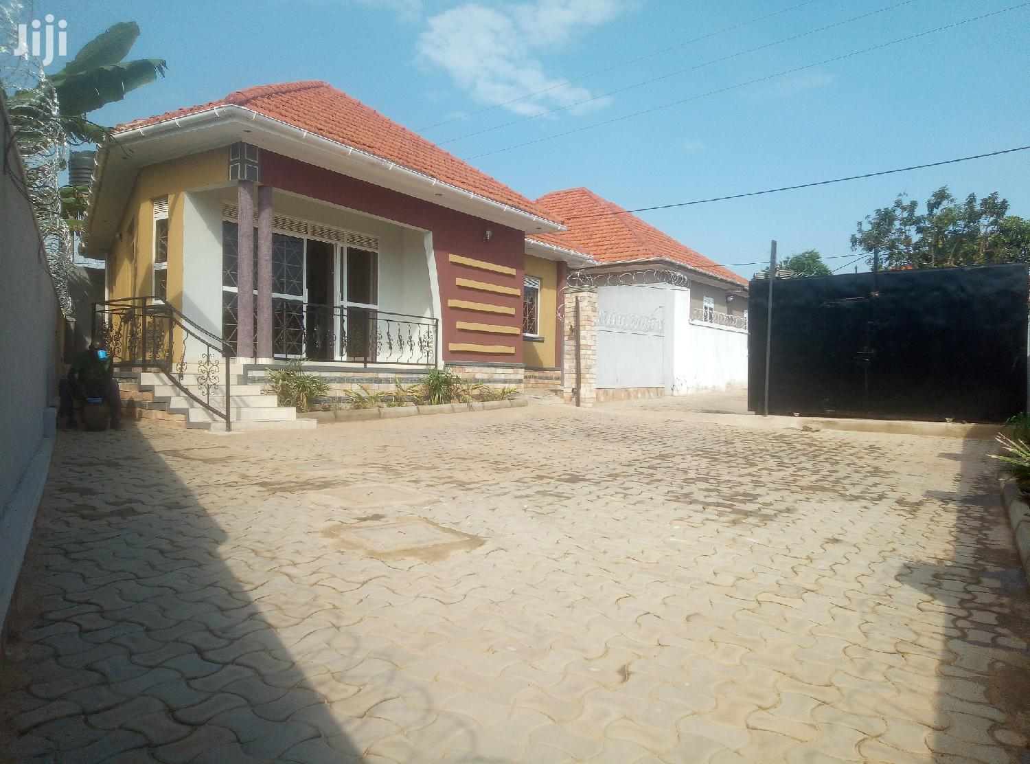 Spacious Three Bedroom House For Sale In Kiira Town
