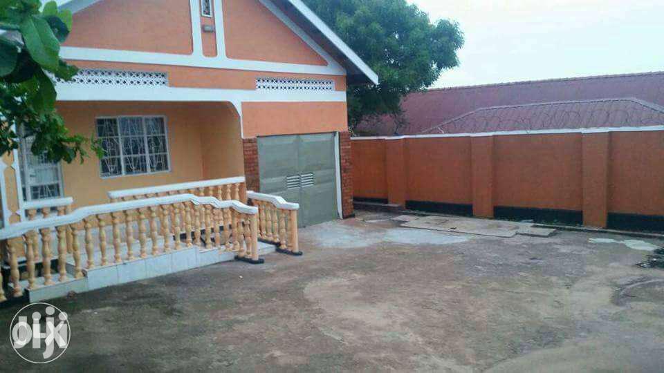 3bedroom Home In Kiwatule