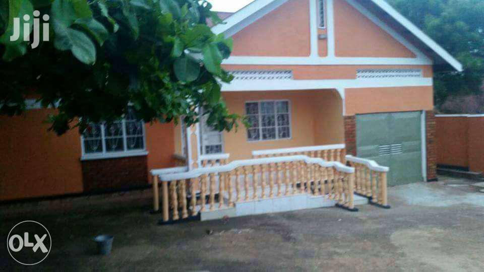 3bedroom Home In Kiwatule    Houses & Apartments For Sale for sale in Kisoro, Western Region, Uganda