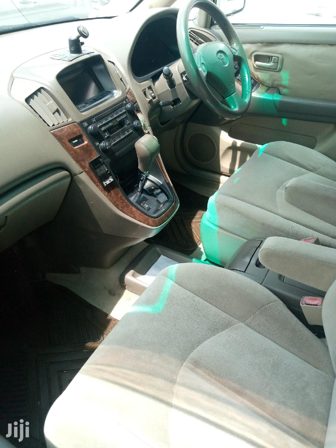 Archive: Toyota Harrier 2002 White