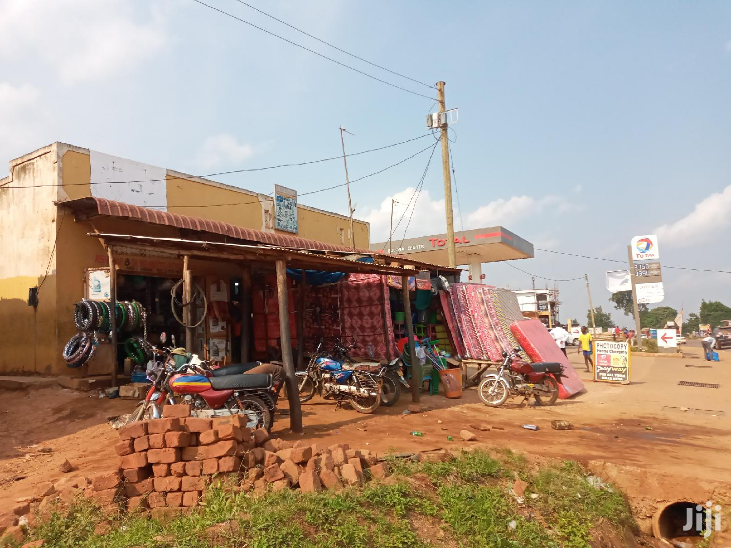 Three Commercial Shops With Quaters