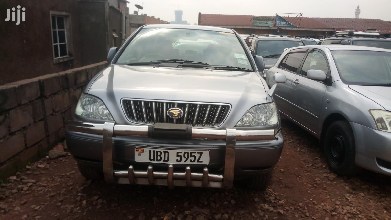 Toyota Harrier 2000 Silver