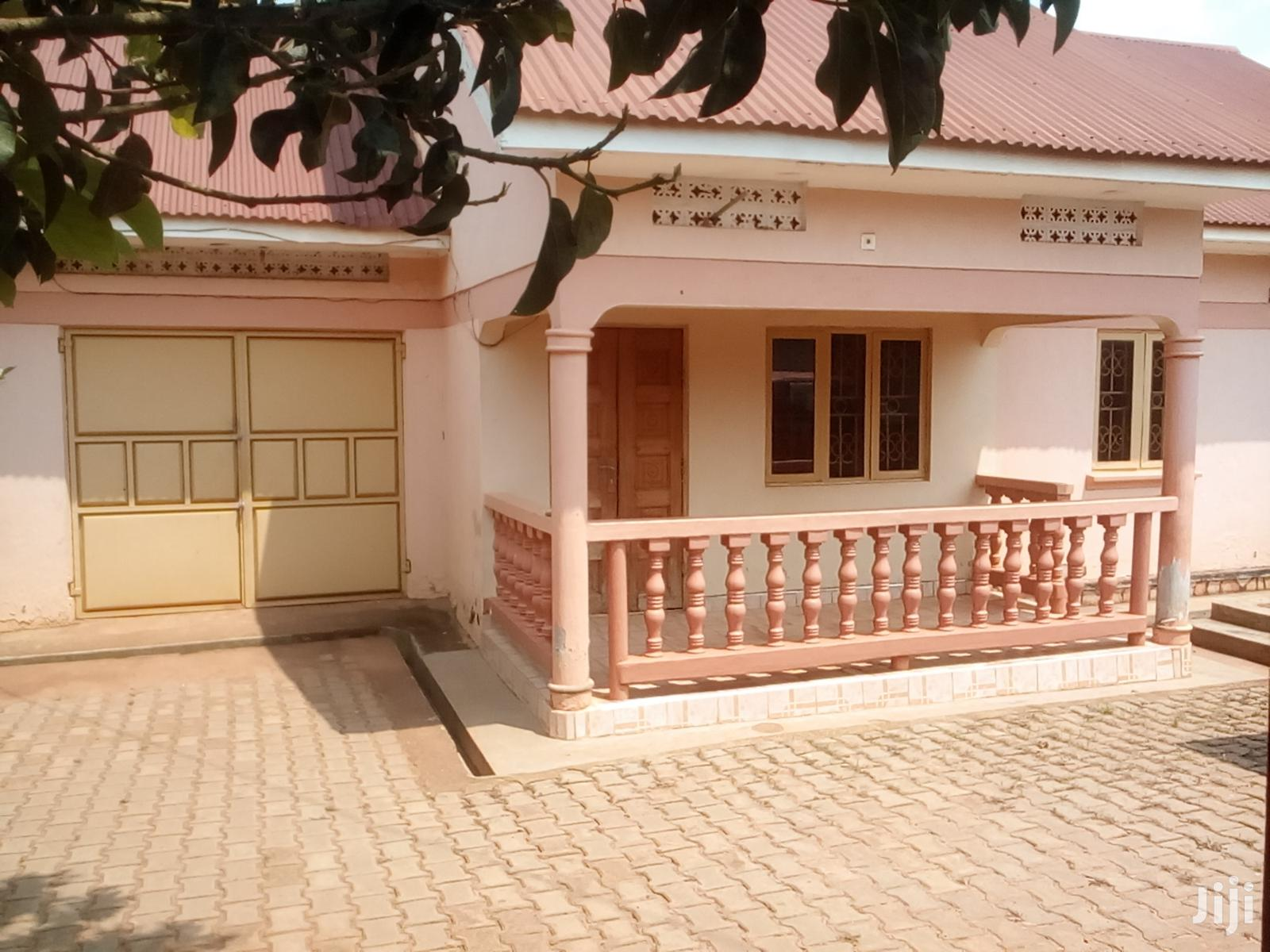 Three Bedroom House In Bukasa Road For Rent
