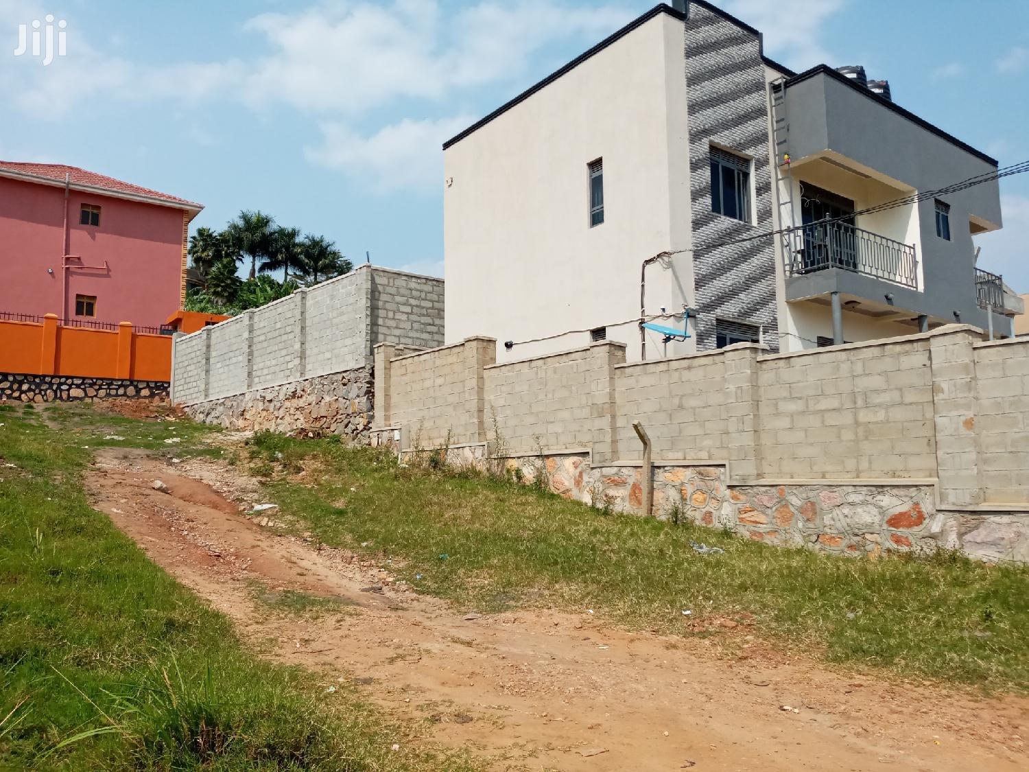 Very Sweet Plot Near Apartment's on Forced Sale in Buziga