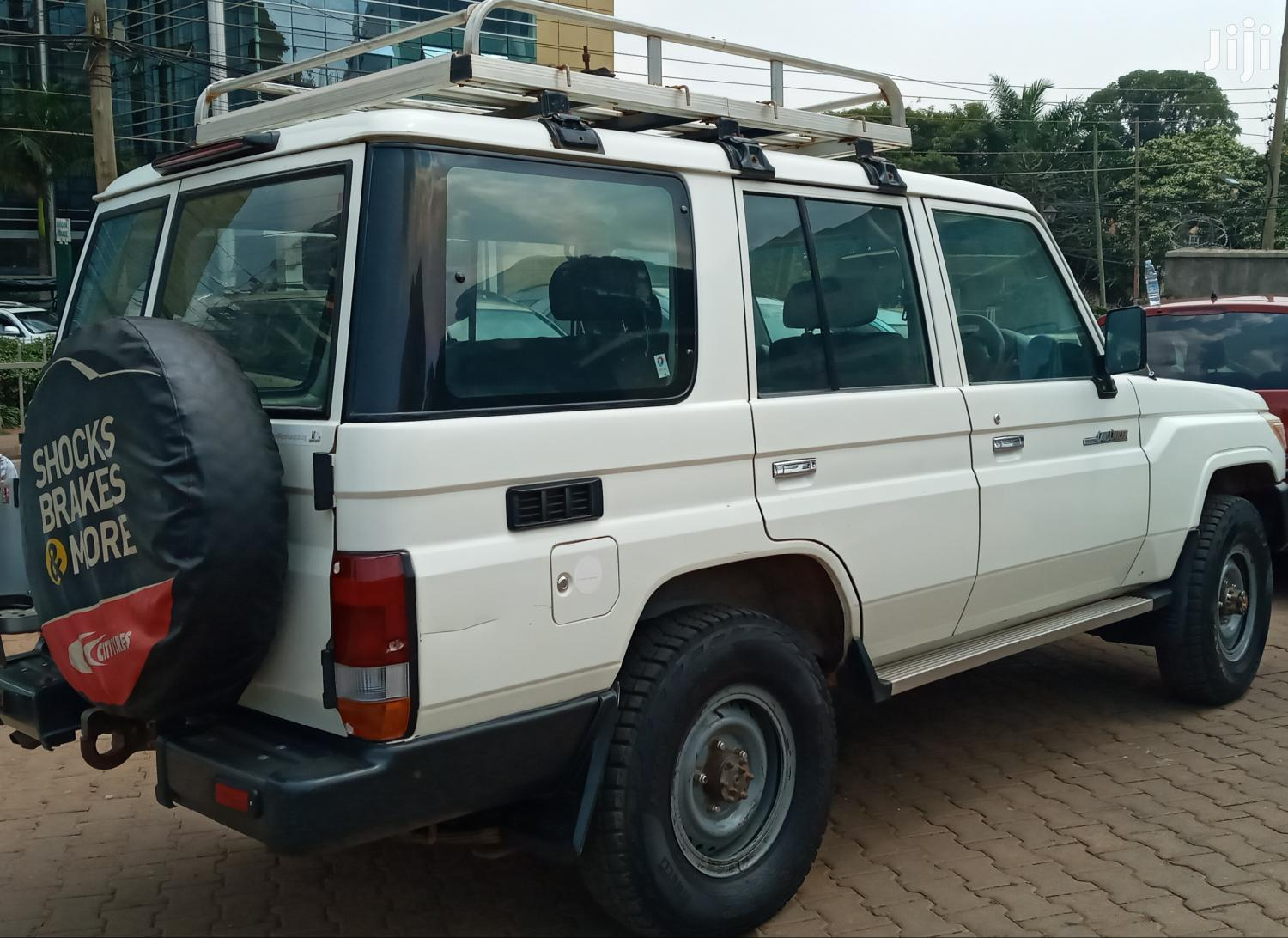 Archive: Toyota Land Cruiser 2012 White