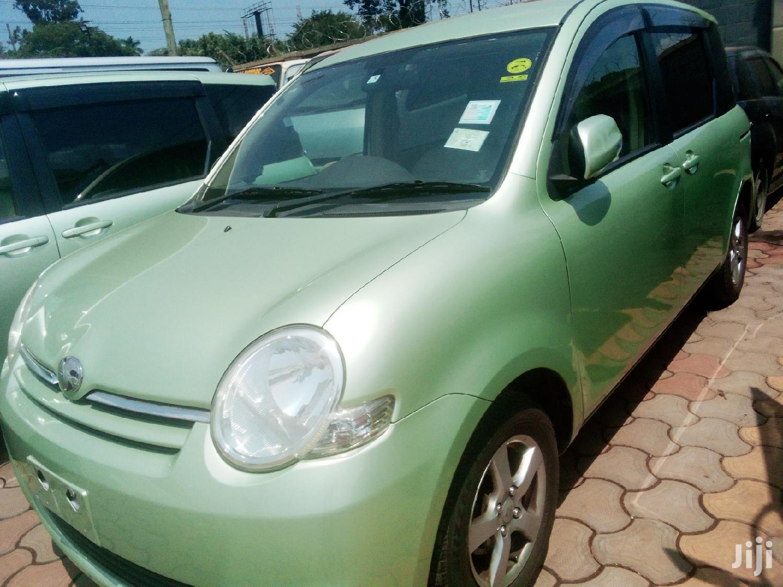 Toyota Sienta 2007 Green