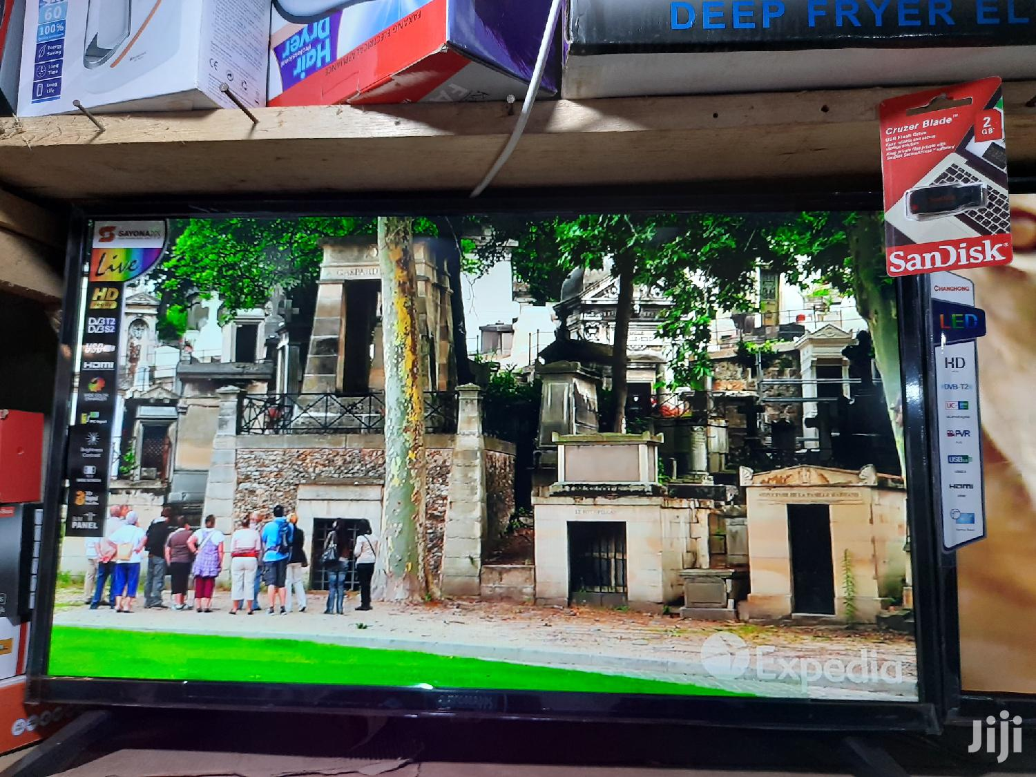 Sayonapps LED Digital Satellite Flat Screen TV 32 Inches