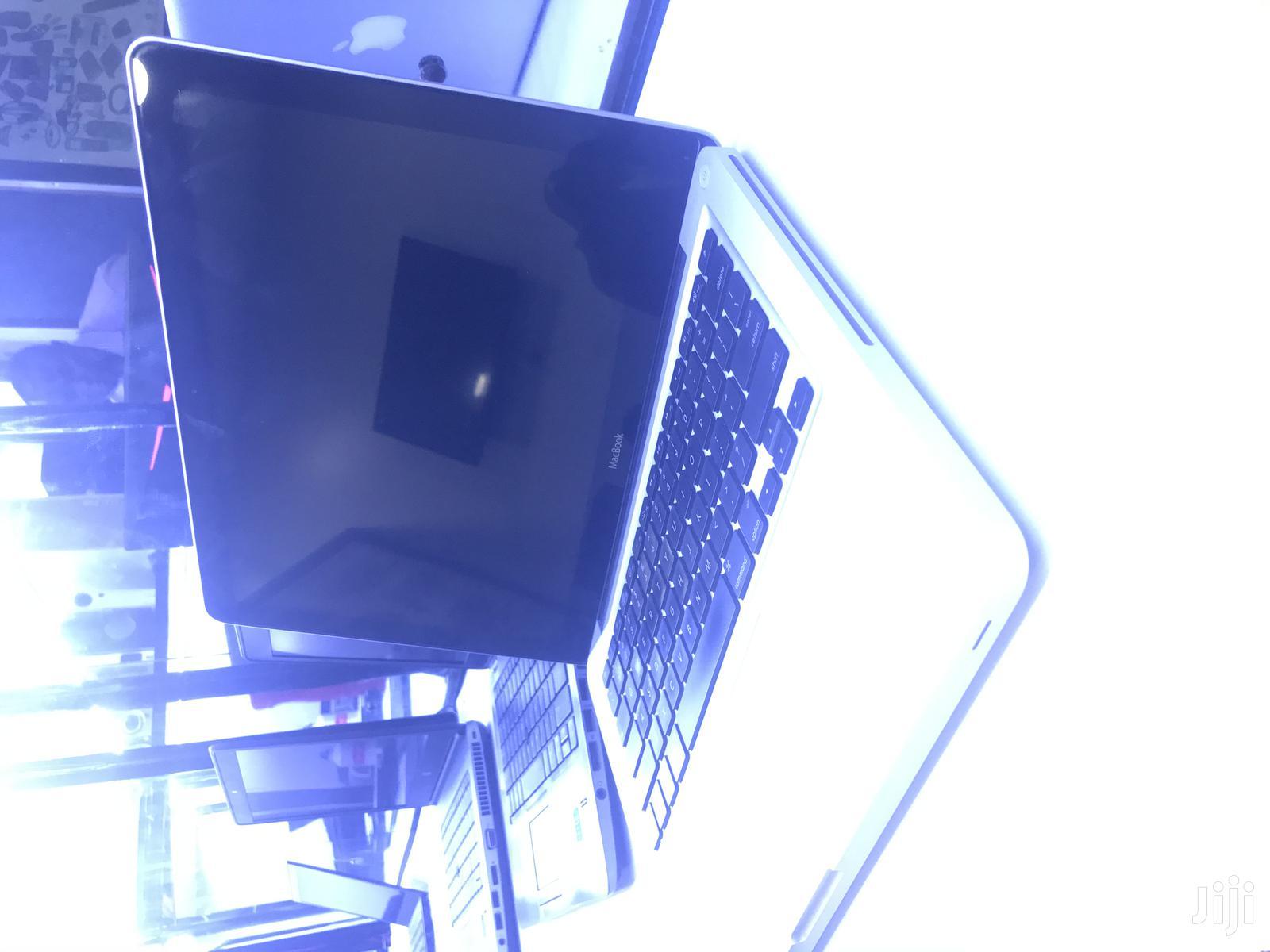 Archive: Laptop Apple MacBook 4GB Intel Core 2 Duo HDD 500GB