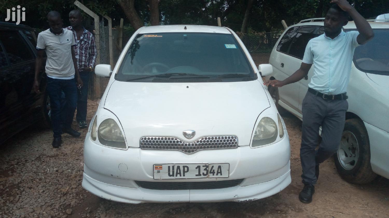 Toyota Vitz 2000 White