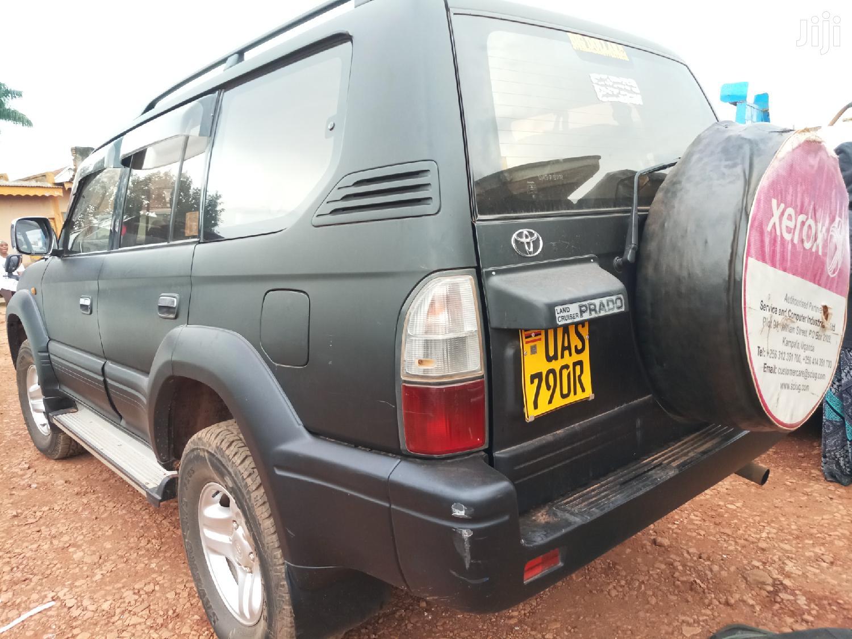 Archive: Toyota Land Cruiser 2000 Black