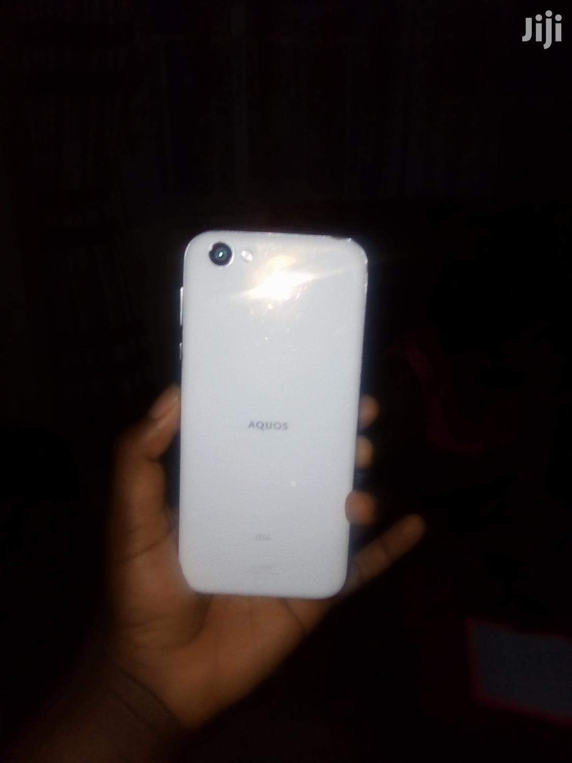 Sharp Aquos V 64 GB White
