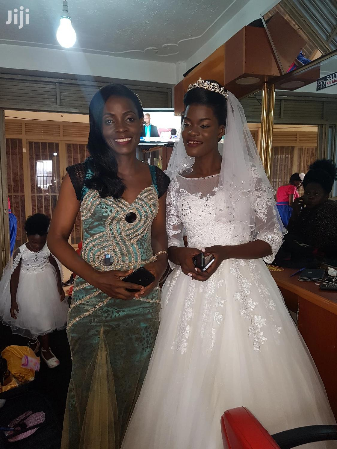 Wedding Gowns and Gomesis for Hire