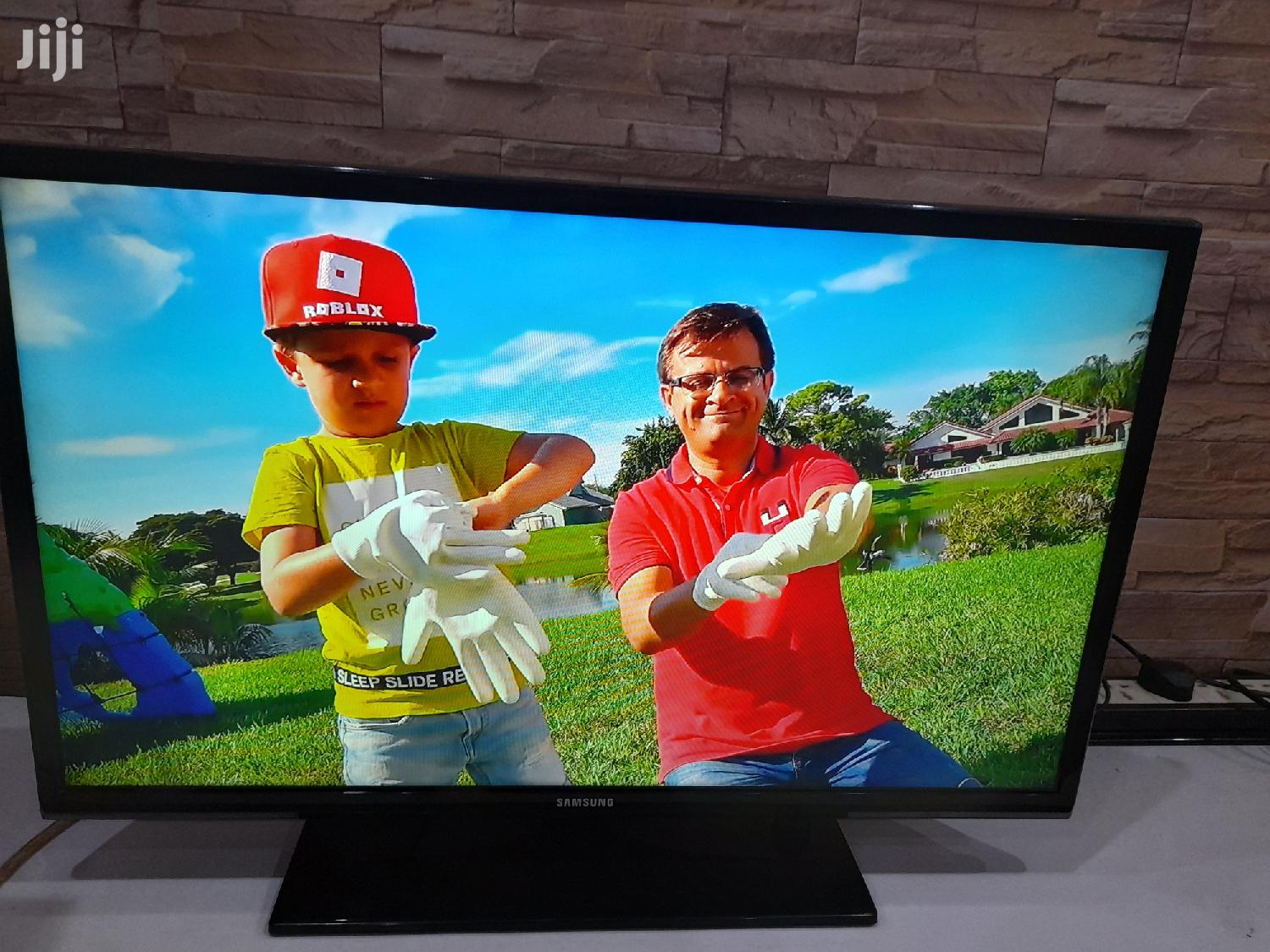 "Archive: Samsung 32"" Original LED TV. UK Used in Perfect Working Cdn"