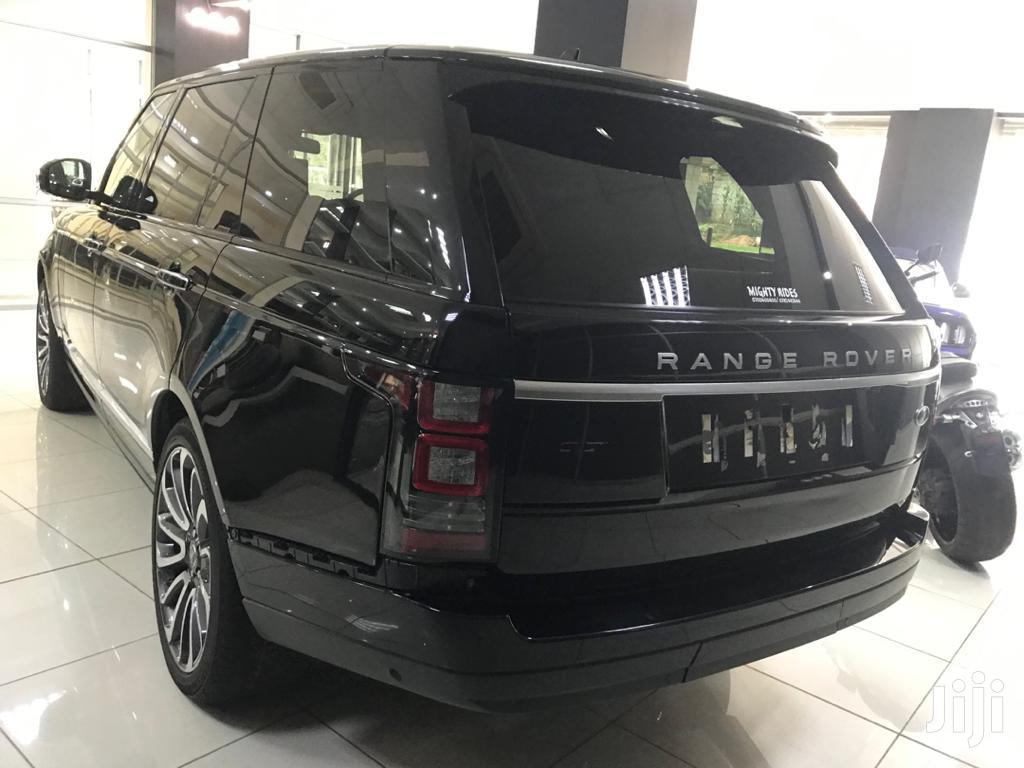 Archive: Land Rover Range Rover Vogue 2016 Black