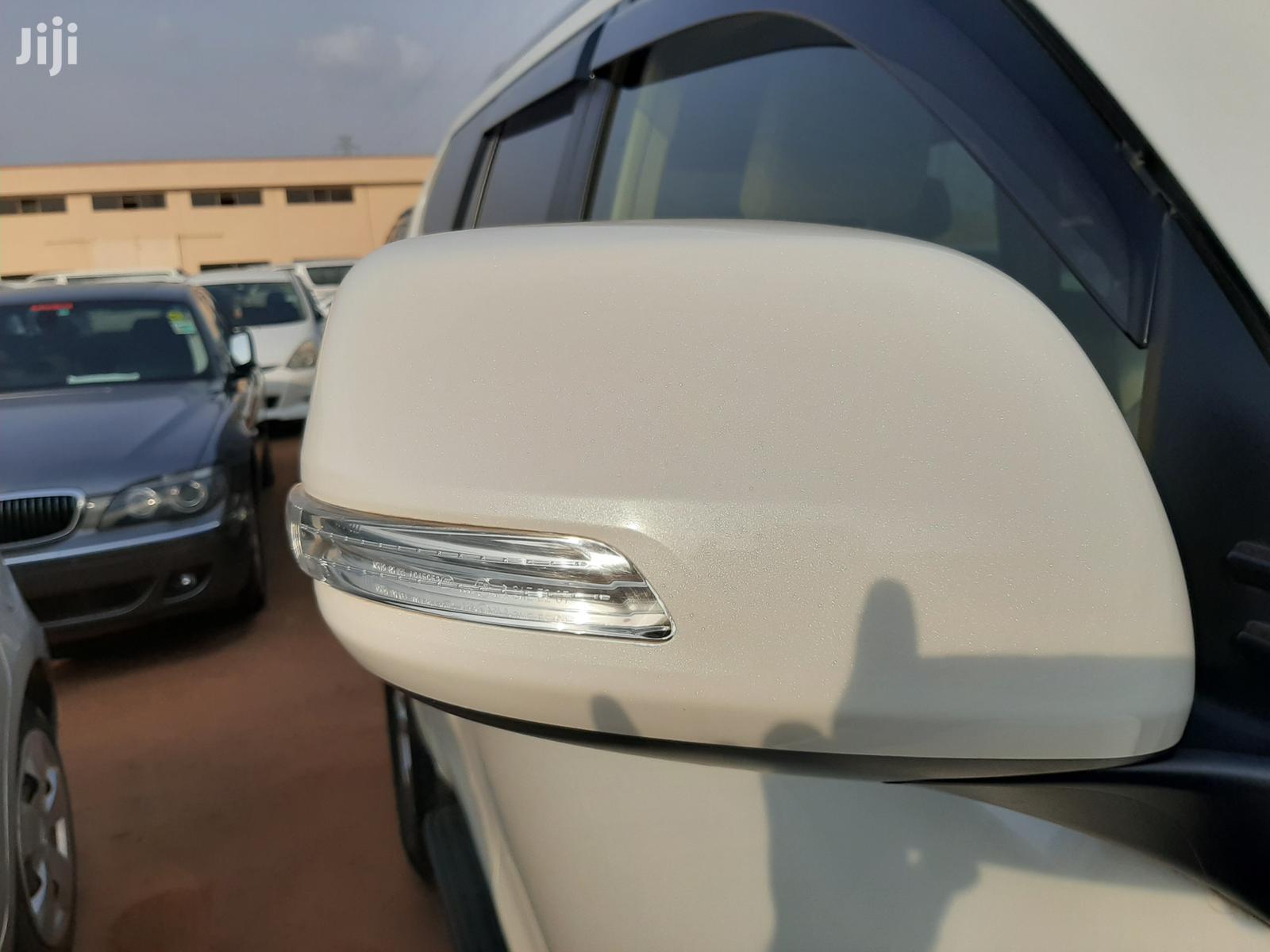 Archive: Toyota Land Cruiser Prado 2018 White