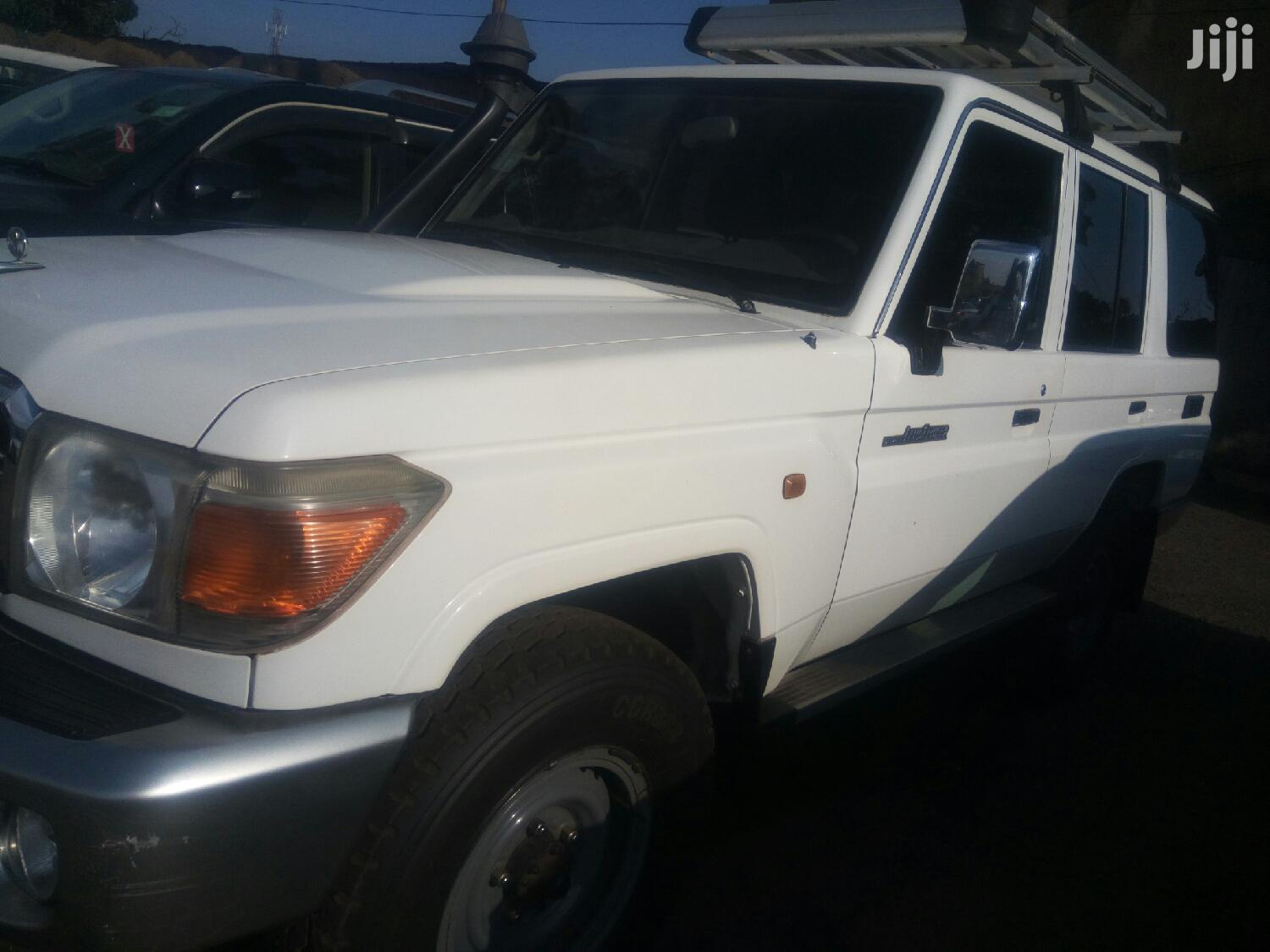 Toyota Land Cruiser 2011 White | Cars for sale in Kampala, Central Region, Uganda