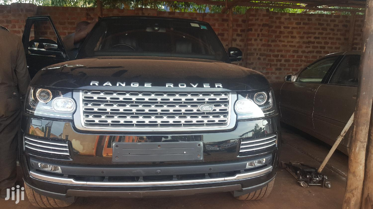 Archive: Land Rover Range Rover Vogue 2014 Gray