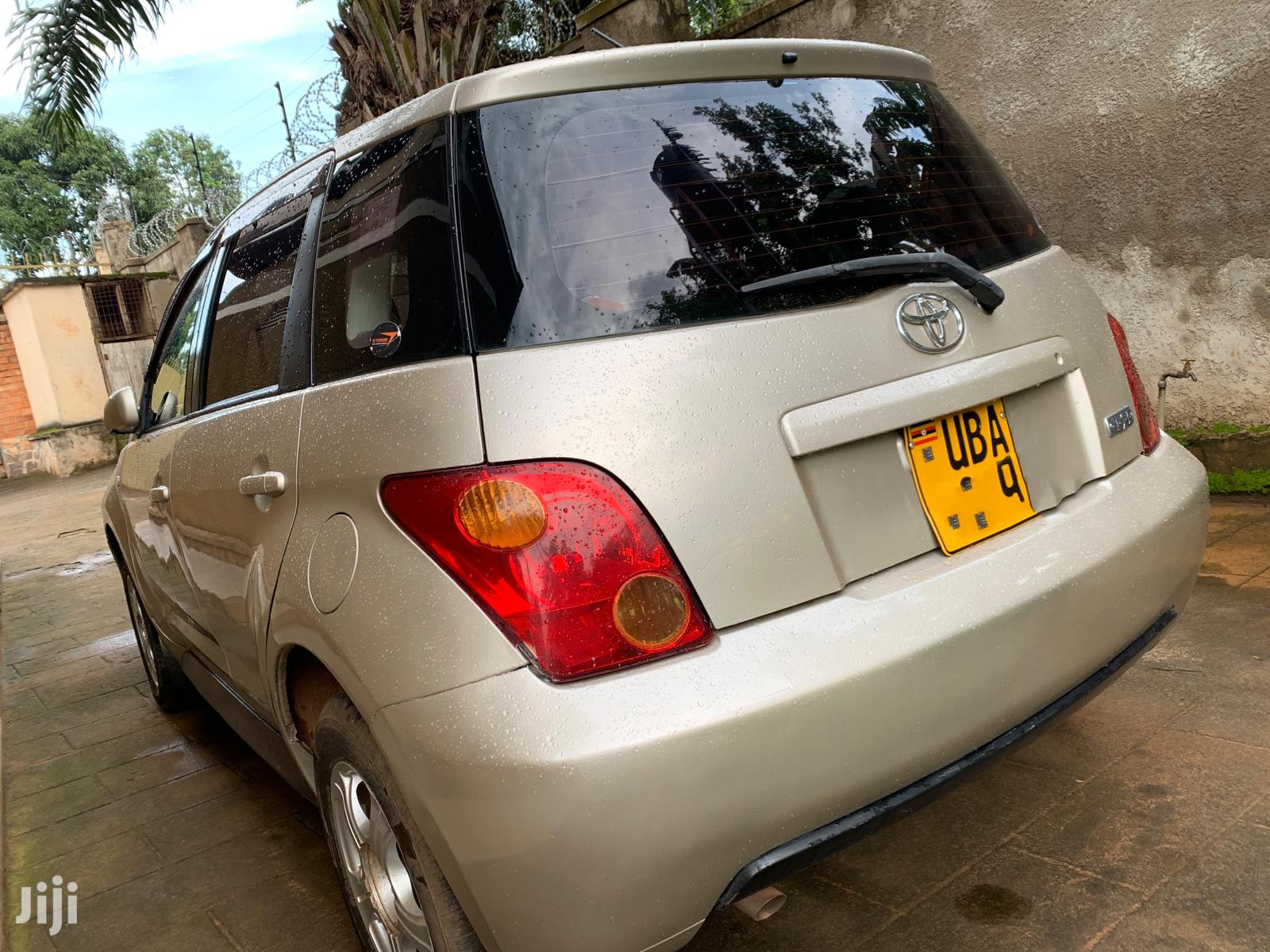 Archive: Toyota IST 2003 Gold