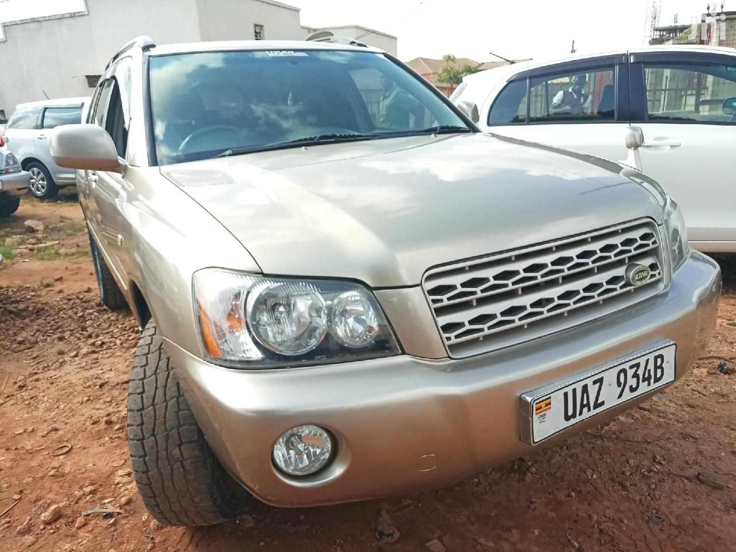 Archive: Toyota Kluger 2001 Gold