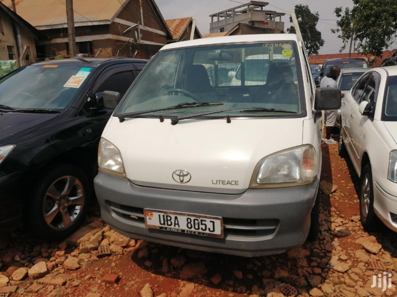 Toyota TownAce 2000 White