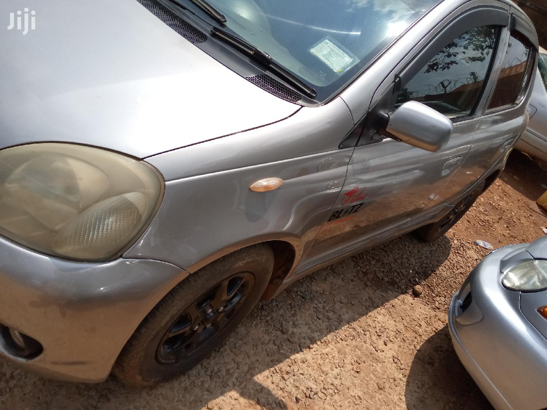 Toyota Vitz 2000 Gray