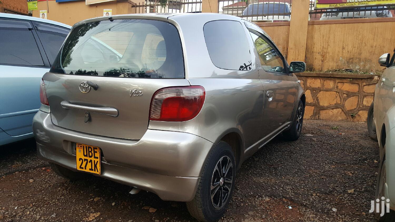 Toyota Vitz 2001 Gray